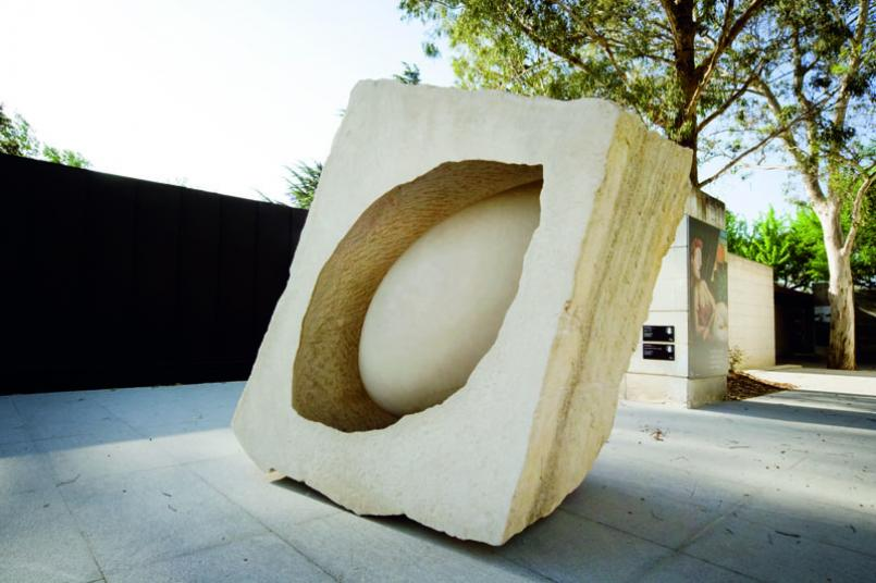 Anish Kapoor, In the Presence of Form II 1993, portland stone, 110 x 174 x 170 cm, Heide Museum of Modern Art, Purchased through the Georges Mora Foundation with funds donated by the Victor Smorgon Charitable Trust 1993, Courtesy of the artist