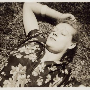 Albert Tucker, Joy Hester, Fitzroy Gardens, Melbourne 1942, exhibition print from gelatin silver contact photograph, Albert Tucker Photograph Collection, Heide Museum of Modern Art and the State Library of Victoria, Gift of Barbara Tucker, 2008